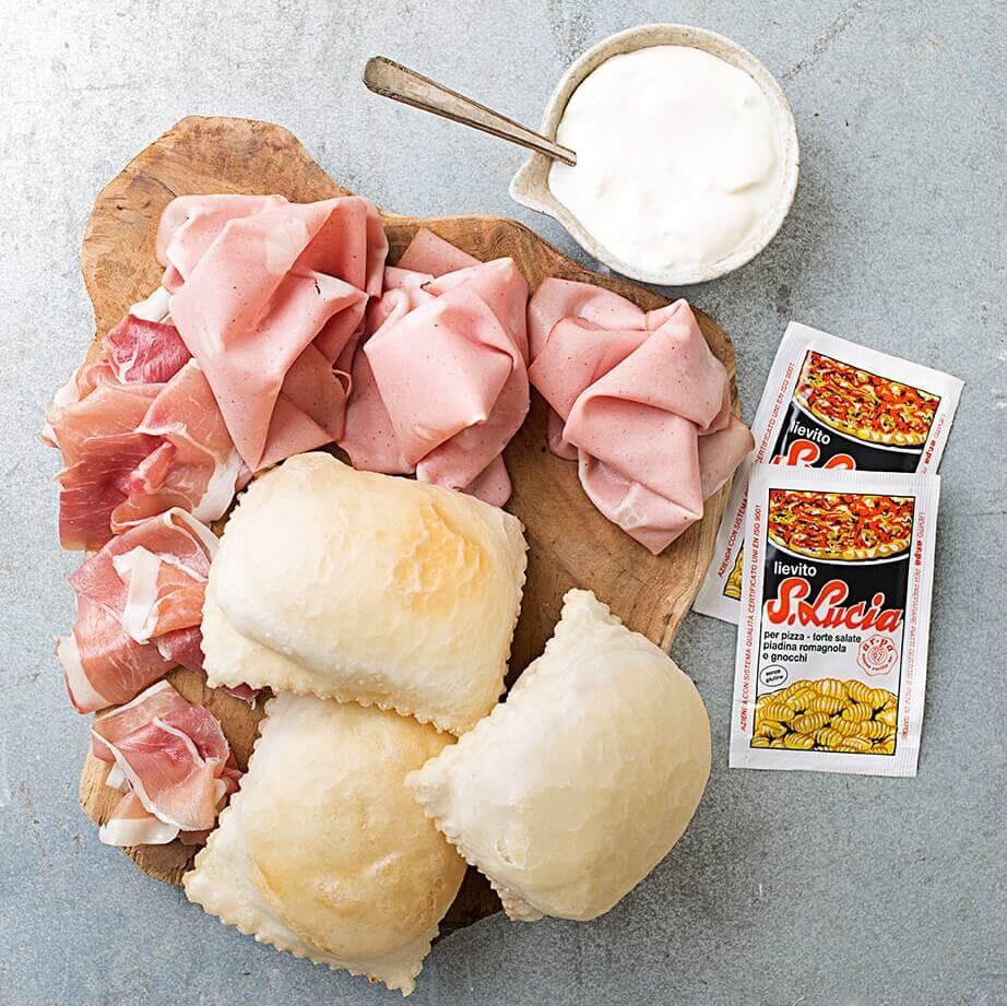 Gnocco fritto con prosciutto e formaggio